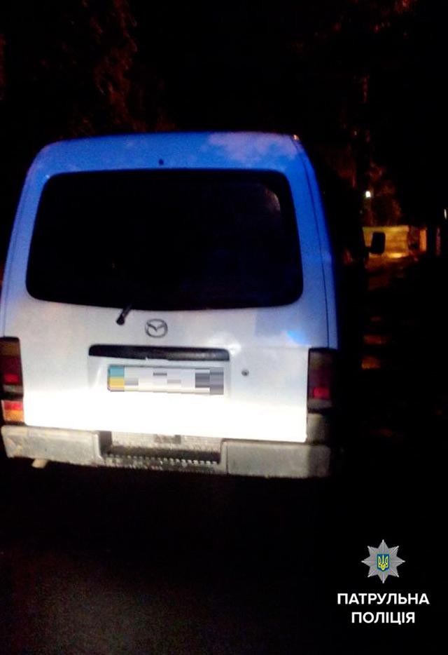 Вночі патрульні зловили у Вінниці двох п'яних водіїв. Вгамувати їх вдалось лише за допомогою кайданків