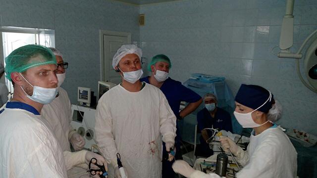 Хірург міжнародного рівня провів майстер-клас у Вінниці
