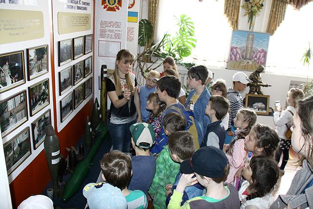 Для школярів з пришкільних таборів Вінниці влаштували екскурсію на пожежно-рятувальну виставку