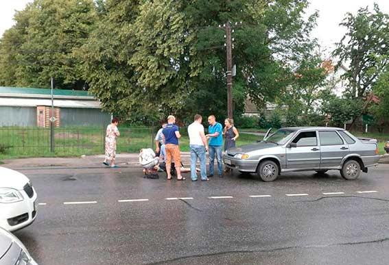 У двох ДТП, які сталися минулої доби у Вінниці, постраждали водій позашляховика та жінка-пішохід