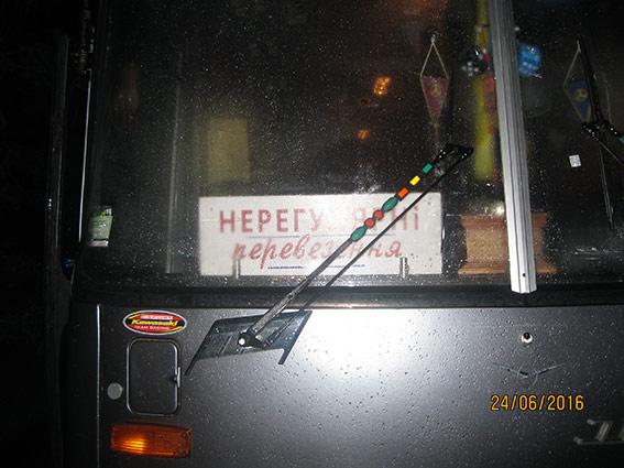 """На Вінниччині в багажнику рейсового автобусу перевозили майже 100 літрів """"лівого"""" спирту"""