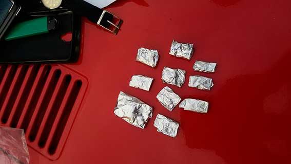 У Вінниці колишній зек возив у своєму авто 100 розфасованих доз наркотиків