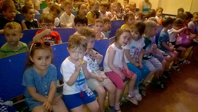 """Дитсадок гімназії """"Дельфін"""" запрошує малюків на підготовку до школи, а учнів 1-5 класів до літнього табору"""