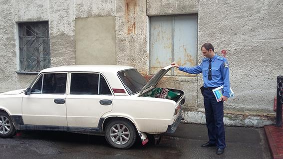 На вул. Пирогова затримали колишнього зека, який обікрав більше десяти автівок на Вишеньці