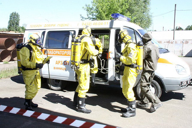"""Вінницькі рятувальники ліквідовували наслідки умовного викиду однієї тони хлору на """"Водоканалі"""""""