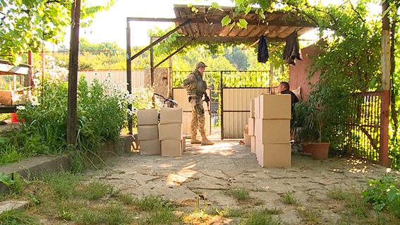 На Вінниччині виявили чергову партію контрабанди: 2 тони фальсифікованого алкоголю, гранату та вибухівку