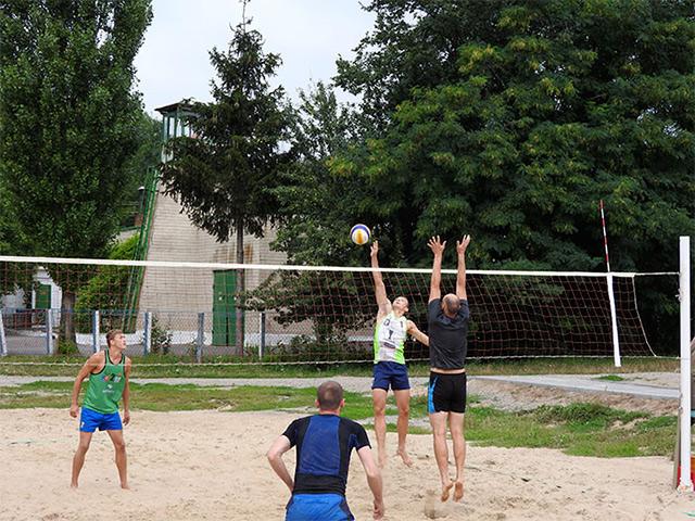 В парку Дружюи народів відбувся турнір з пляжного волейболу серед чоловіків