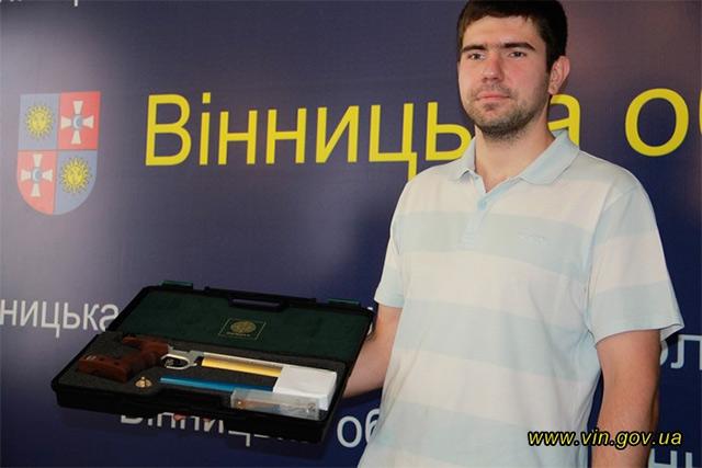Олексій Денисюк боротиметься за нагороду в Ріо-де-Жанейро із пневматичною зброєю, яку подарував Валерій Коровій