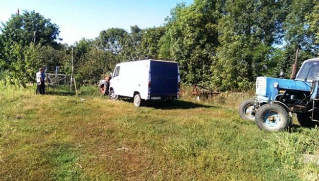 На Вінниччині знайшли автомобіль, на якому збили двох жінок. Поліція розшукує водія