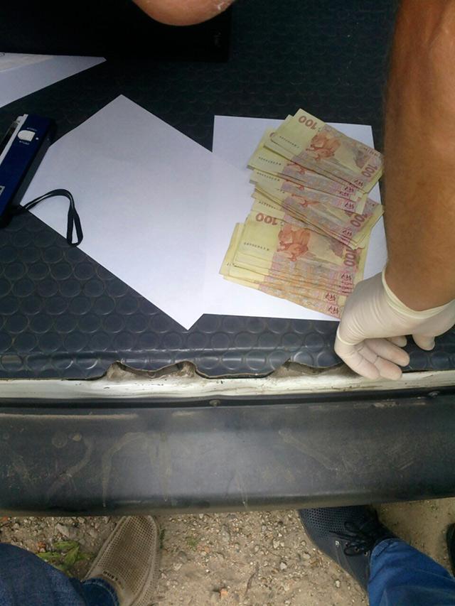 На Вінниччині держвиконавець попався на хабарі у сумі 1,7 тис. грн.