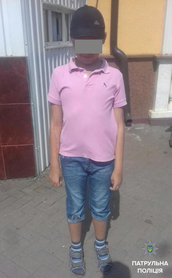 """У Вінниці загубився хлопчик. Юного """"машиніста"""" знайшли на вокзалі, коли він шукав потяг"""