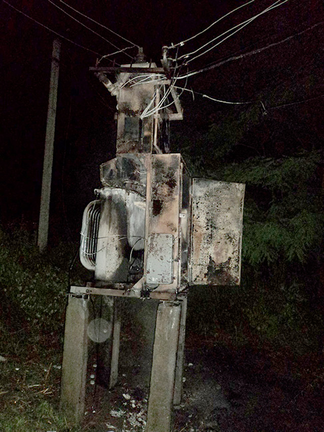 Минулої доби на Вінниччині рятувальники двічі гасили палаючі трансформаторні підстанції