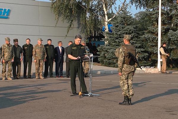 Петро Порошенко відвідав об'єднаний штаб АТО у Маріуполі