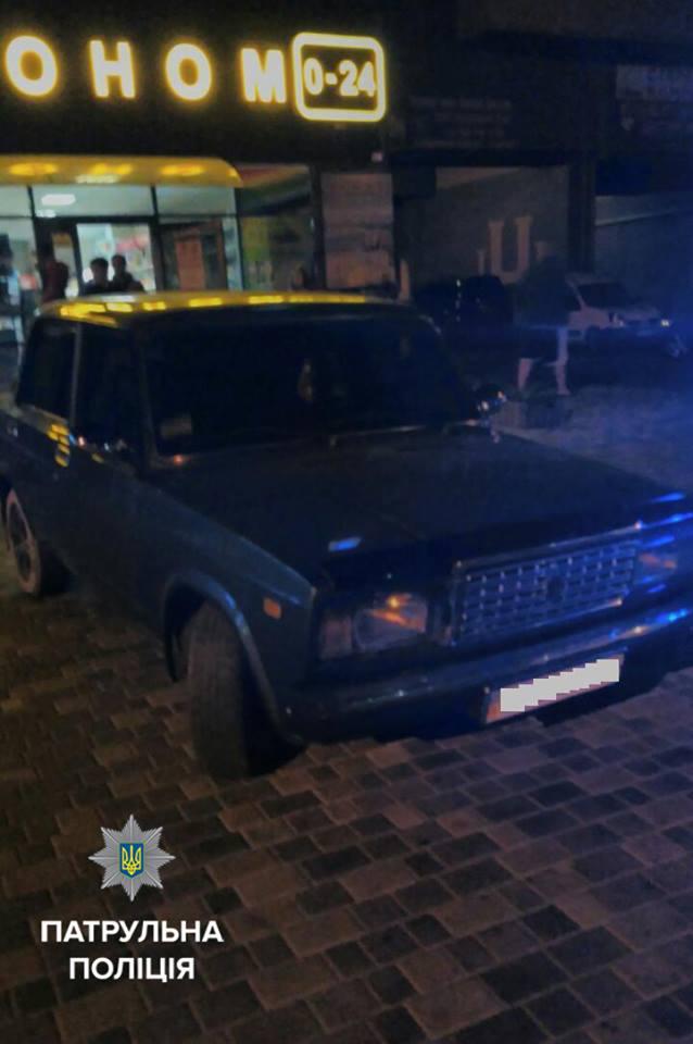 Вночі на Київській п'яний водій заважав людям спати. Довелось викликати поліцейських