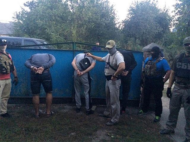 У Вінниці працівники СБУ затримали членів злочинного угрупування, які вимагали з вінничан неіснуючі борги