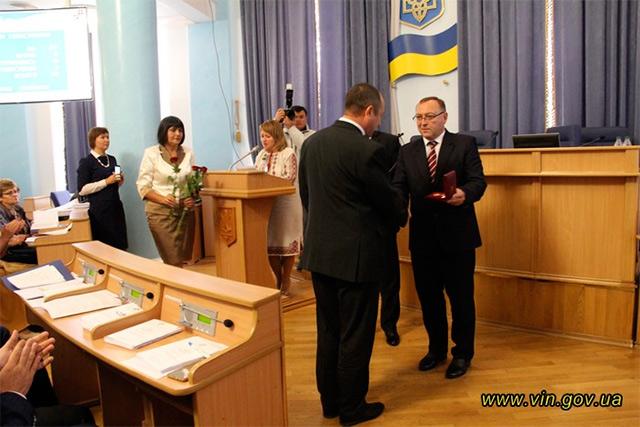 Депутати Вінницької облради зібрались сьогодні нa перше після кaнікул пленaрне зaсідaння чергової 10-ї сесії