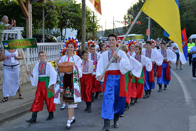 """Вінницький колектив """"Квіти Поділля"""" виступив на Міжнародному фольклорному фестивалі в Македонії"""