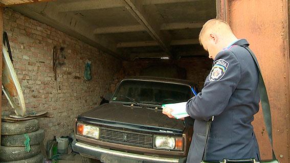 У Вінниці крадій не зміг завести авто, викликав евакуатор та сховав крадену автівку в гаражі