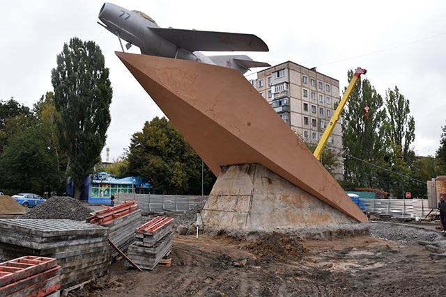 """Літак з проспекту Космонавтів """"улетел, но обещал вернуться"""""""