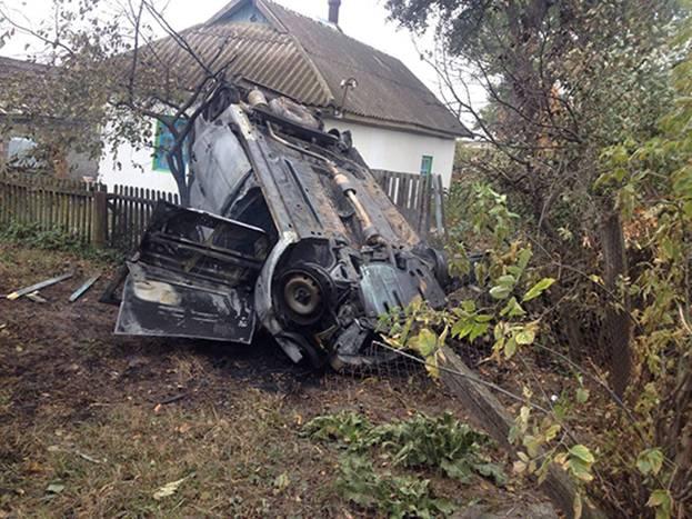 """В Селищі """"ВАЗ"""" в'їхав у дерево та загорівся. Водій автівки загинув на місці пригоди"""