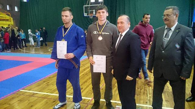 На Кубку України з боротьби кураш вінничани здобули 4 золотих та 2 срібних медалі