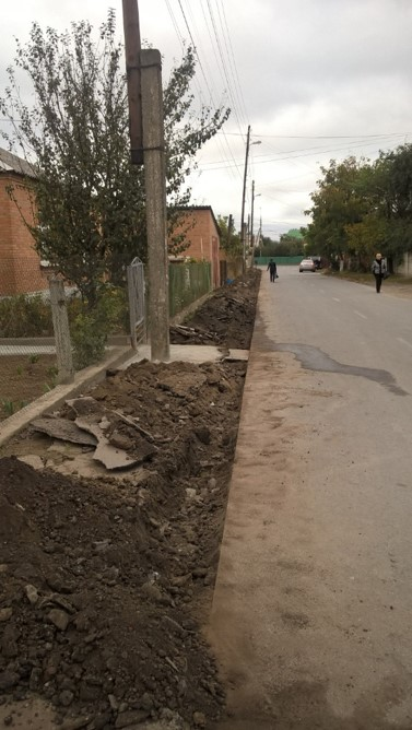 На ділянці вулиці Тараса Сича роблять тротуар