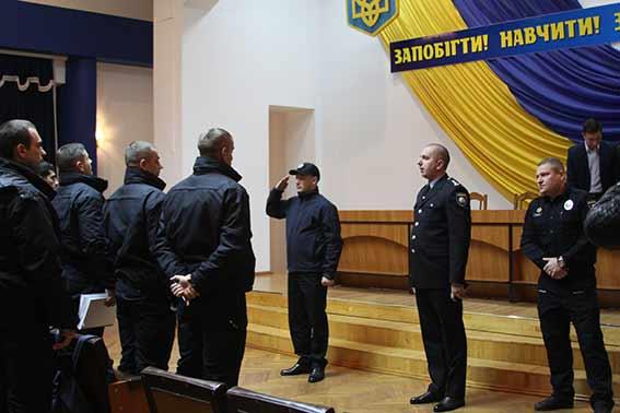 Головний поліцейський області Юрій Педос відзначив кращих патрульних Вінниці