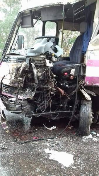 """В Літинському районі автобус """"Хмільник-Вінниця"""" потрапив у ДТП. Одна людина загинула, четверо в лікарні"""