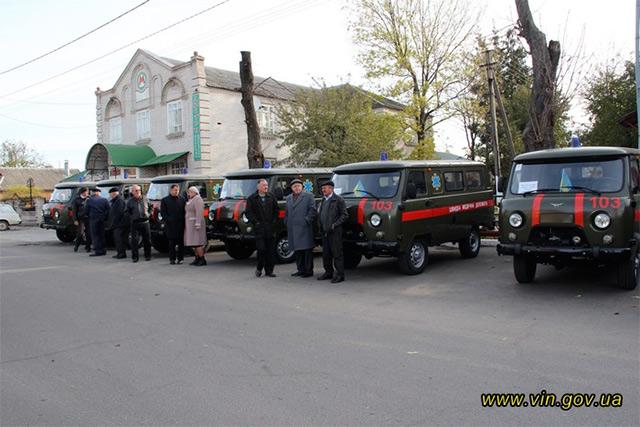Коровій вручив 8 автомобілів швидкої допомоги в Гайсинському районі