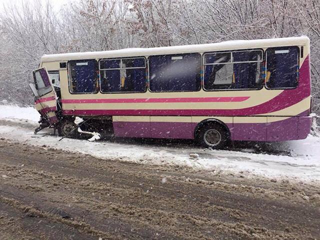 На Вінниччині зіткнулися пасажирський автобус та Audi. Є постраждалі