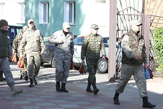 """Із зони АТО повернулись бійці спецбатальйону """"Вінниця"""" з янголами на бронежилетах"""