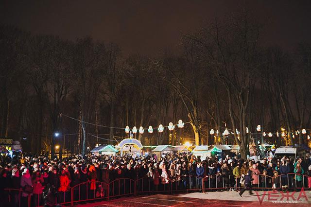 Близько тисячі вінничан прийшли на закриття Головної ялинки