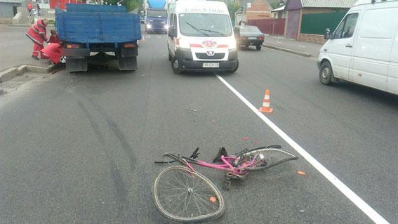 На вул. Ватутіна під колесами вантажівки загинув 10-річний велосипедист