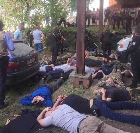 У Теплицькому районі поліція затримала понад 40 озброєних осіб, які спровокували конфлікт зі стріляниною
