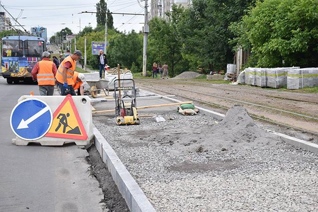 По вулиці Келецькій  цього року сім зупинок громадського транспорту будуть адаптовані для людей з вадами зору