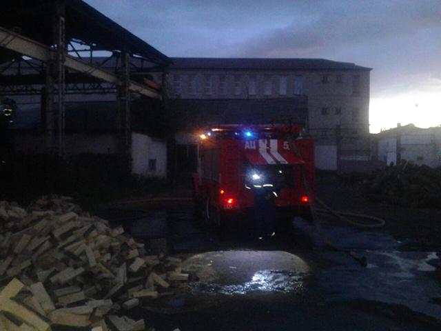 Зранку 30 рятувальників гасили пожежу на території виправної колонії по вул. Привокзальній