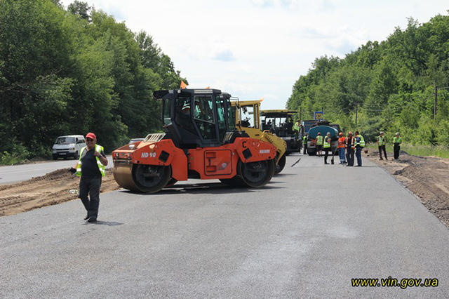 42 км доріг ремонтують на Вінниччині одночасно