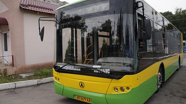 У Вінниці на лінію випустили перший автобус, який обшитий за новою технологією