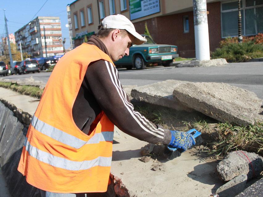 До кінця місяця будівельники відремонтують підпірні стінки по вулиці Київській, фото-2