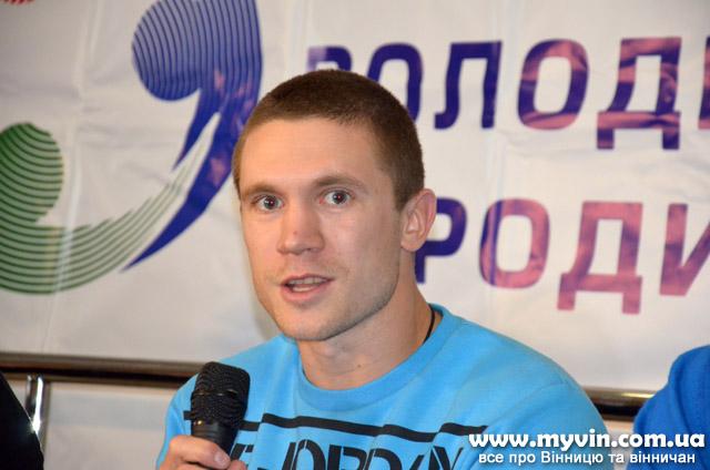 Книгу про свої «12 раундів до мети» презентував у Вінниці олімпійський призер з боксу Тарас Шелестюк