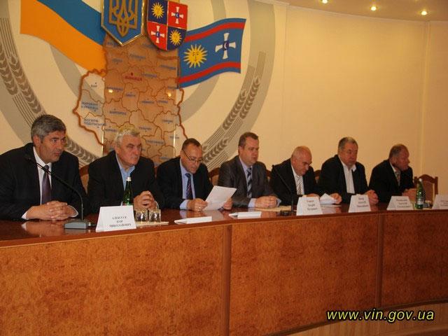 В обласній адміністрації дорожників та автомобілістів Вінниччини вітали з професійним святом, фото-1