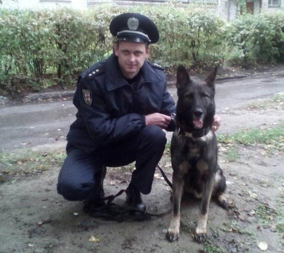 Службовий пес допоміг поліцейським знайти чоловіка, якого майже дві доби шукали рідні