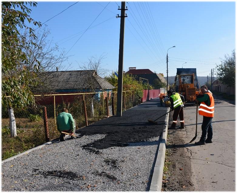 По вулиці Черняховського  зроблено капітальний ремонт ділянки тротуару