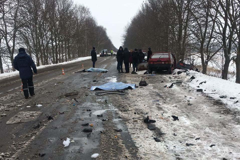 В Літинському районі внаслідок лобового зіткнення вантажівки та легковика загинуло дві жінки
