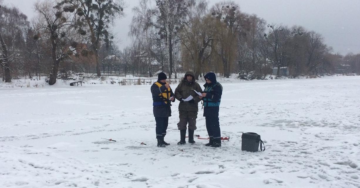 Рятувальники Вінниці провели серед любителів зимової рибалки навчання з правил безпеки на льоду
