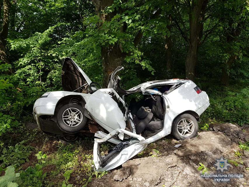 Поблизу Вінниці перекинувся автомобіль: двоє загиблих, одна людина у лікарні