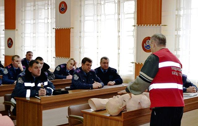 ДАІшників вчили зупиняти кровотечу та надавати допомогу при зупинці серця