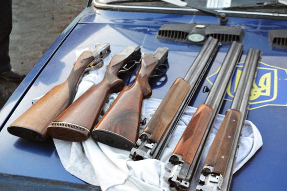 "У салоні позашляховика""Тойота Прадо"" виявили арсенал зброї"