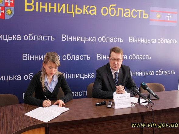 За два дні понад п'ятсот осіб подали заяви на оформлення закордонних паспортів