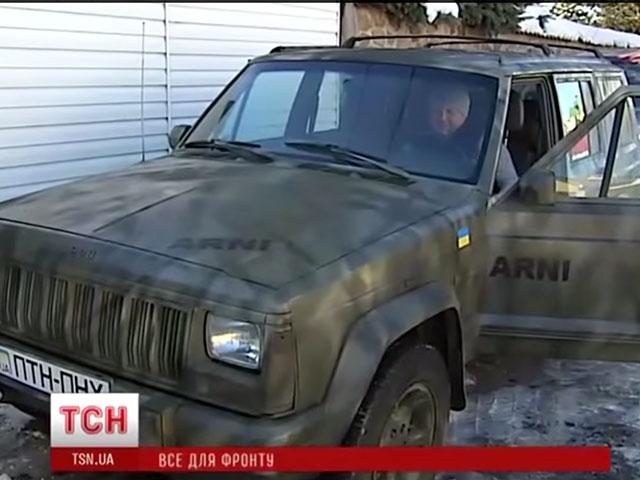 """Віктор Бронюк везе на передову новий Jeep """"АRNI"""", який придбав разом із вінницькими бізнесменами"""